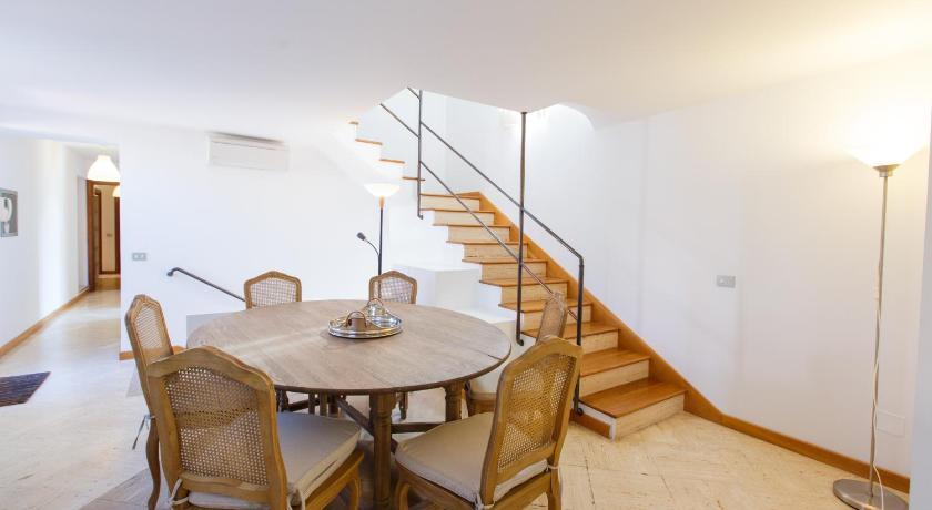 Habitatu0027s Attic Spanish Steps 4 Bedrooms & Best Price on Habitatu0027s Attic Spanish Steps 4 Bedrooms in Rome + ...
