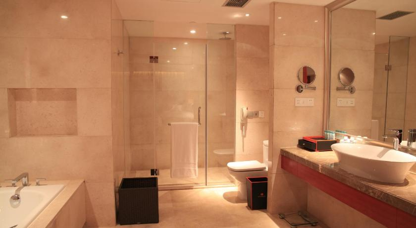 Superior Twin Room with River View - Bathroom Regal International Sungdo Hotel