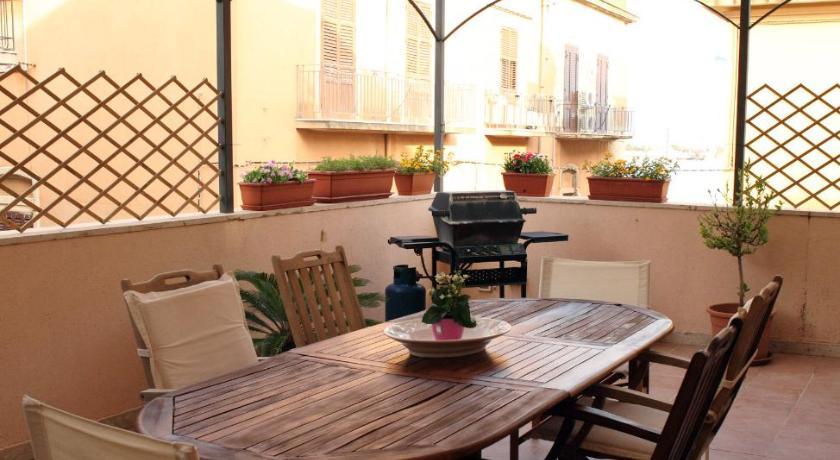 Best Price on B&B La Terrazza Sul Porto in Trapani + Reviews