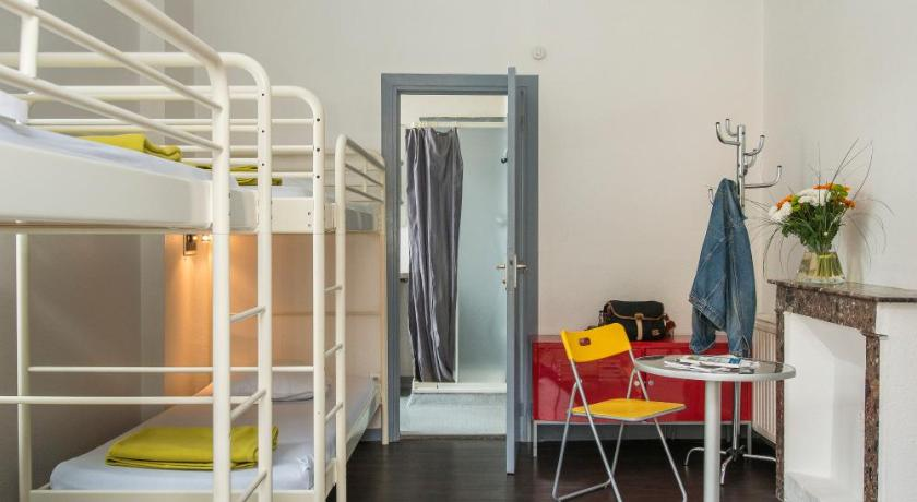 Bunk Bed in 4 to 6-Bed Mixed Dormitory Room - Hotellihuone Gîte d'Etape des Capucins