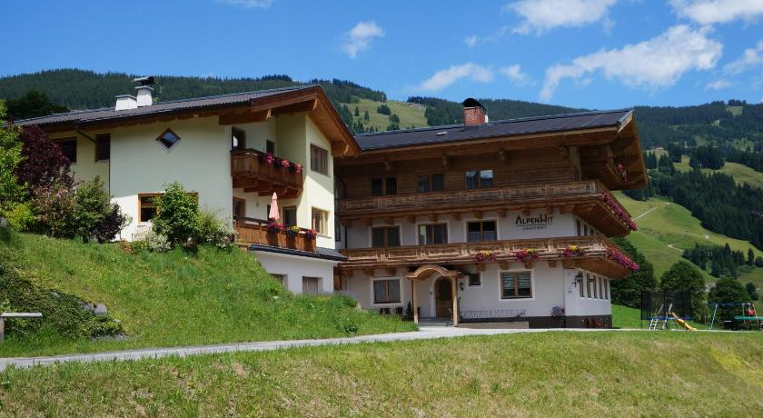 More about AlpenHit Saalbach