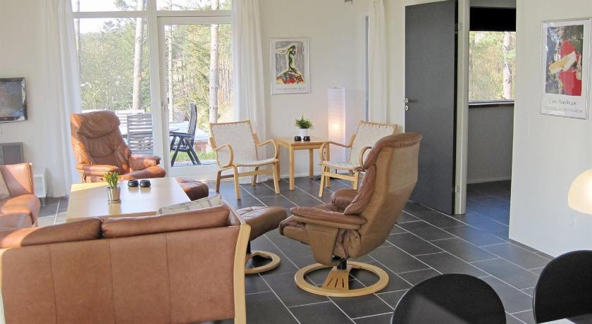 Three-Bedroom Holiday Home Holiday home Fyrreskrænten F- 1298