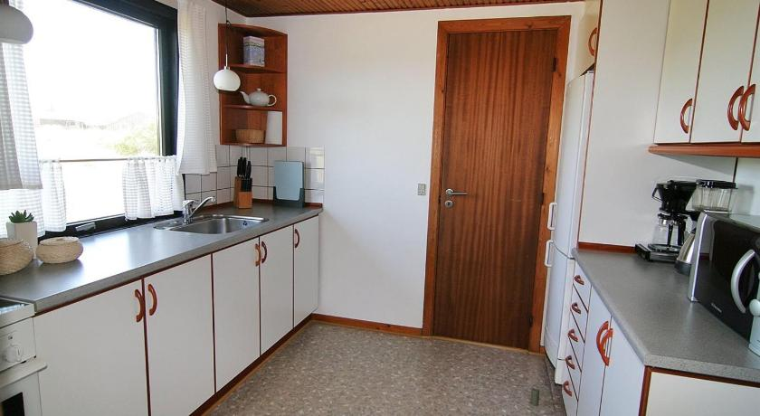 Three-Bedroom Holiday Home Holiday home Krinkelkrog B- 2486