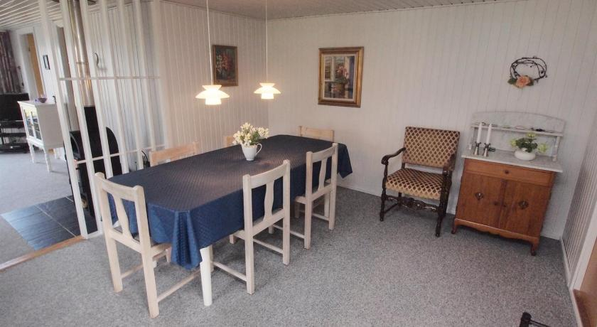 Three-Bedroom Holiday Home Holiday home Midtvej A- 2965