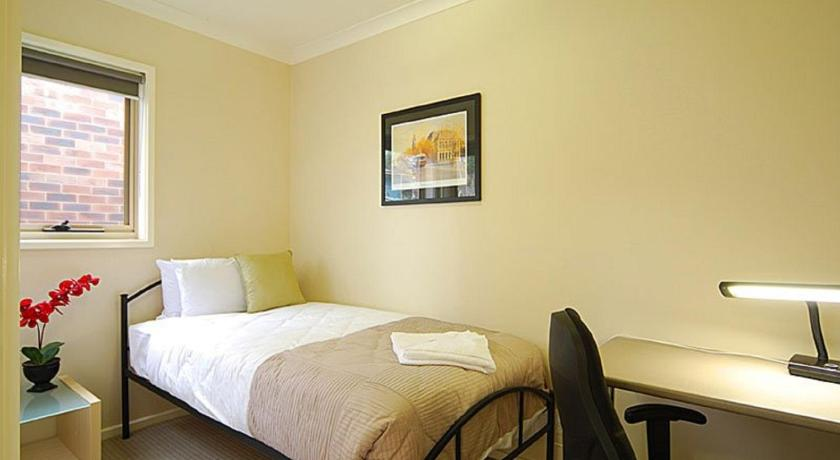 Guestroom Allingham Complex Serviced Apartments - Disabled Friendly