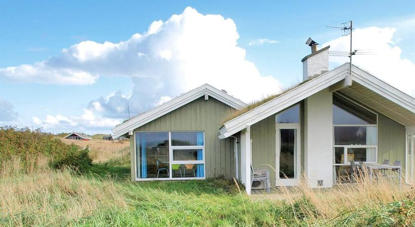 Holiday home Kragestranden H- 2460