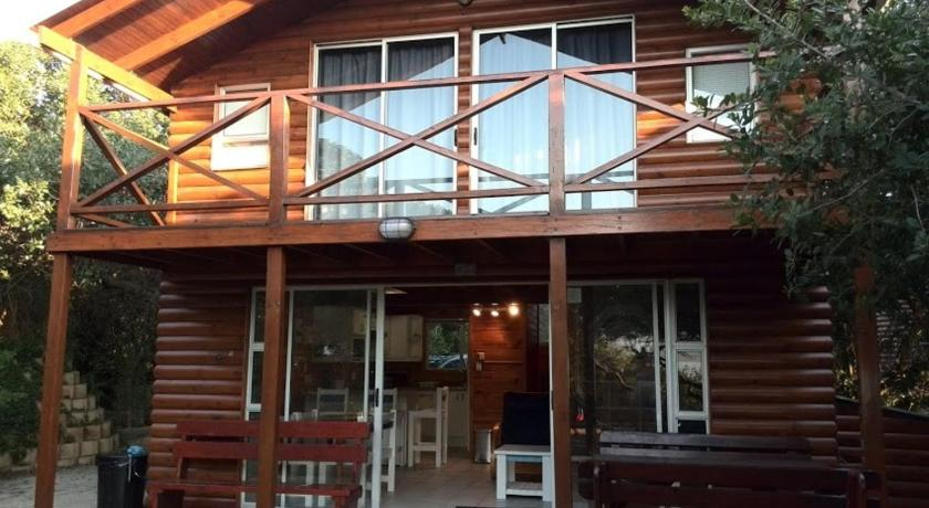 Three-Bedroom Chalet - Entrance Guest house Huijsiki 10