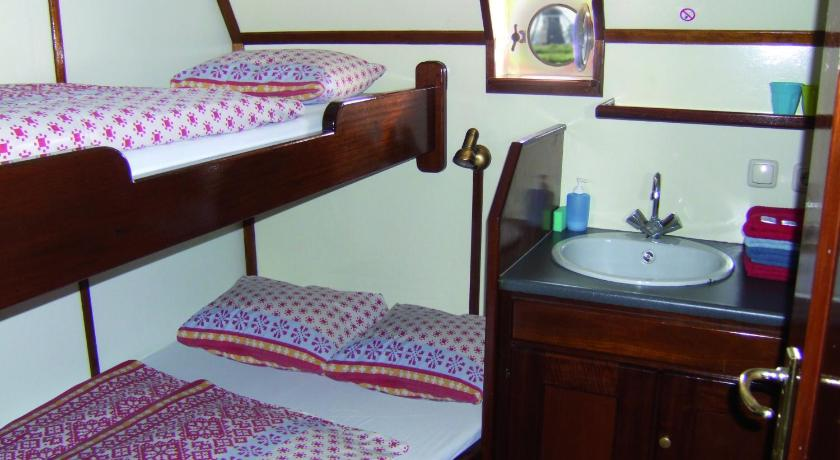 Double Room with Shared Bathroom Hotelschip 'Ali-B2'
