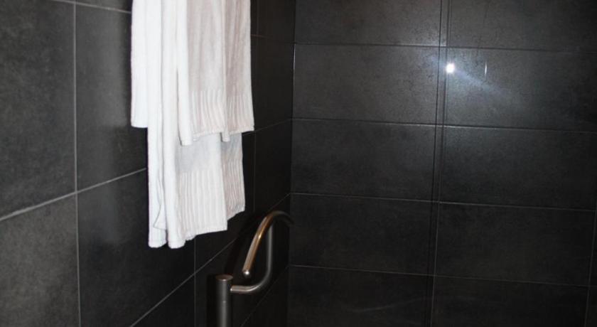 Hotel Moon Eat And Sleep Richard Van Britsomstraat 18B Sint-Niklaas