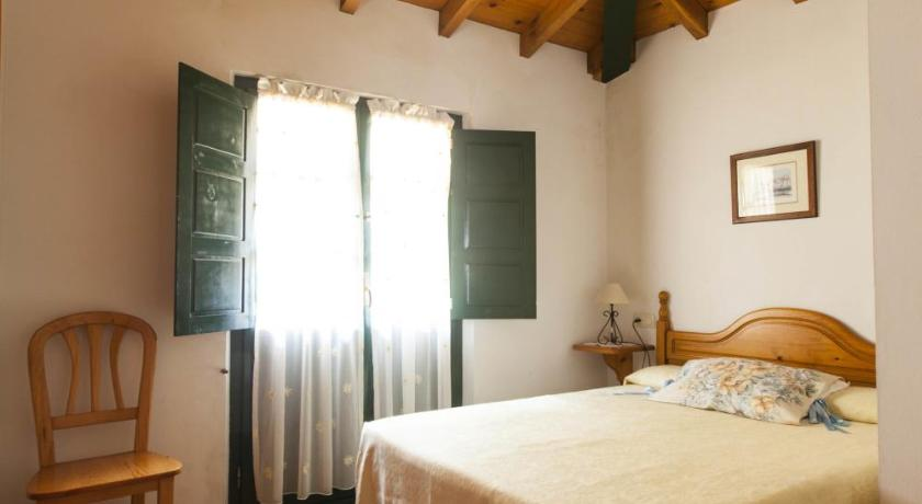 Three-Bedroom Townhouse - Guestroom Casa Rural Camangu