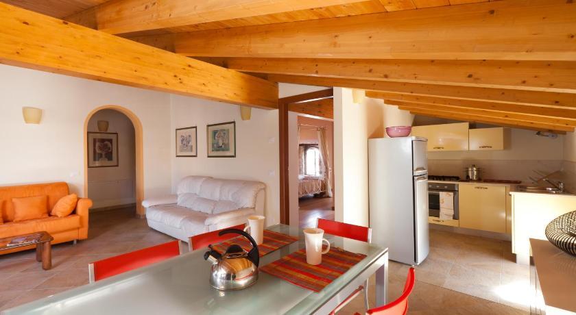 Barchi Resort Via Dietro Castello 16 San Felice del Benaco