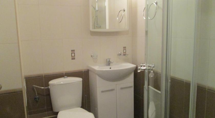 One-Bedroom Apartment with Balcony (3 Adults) Bondis Alexander Services Apartments