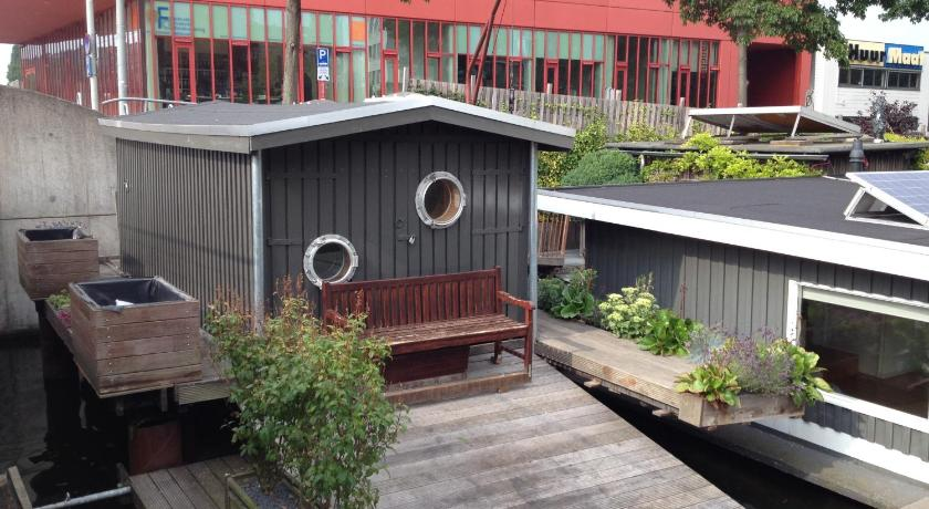 More About Amsterdam Water Lodge