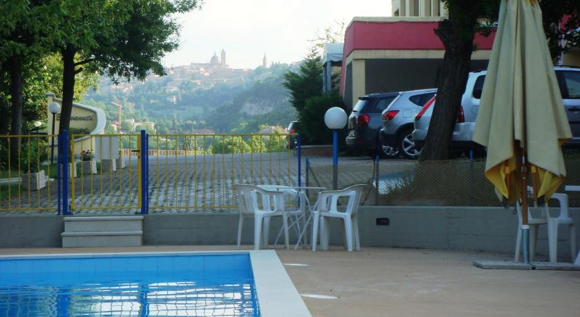Swimming pool Hotel La Meridiana