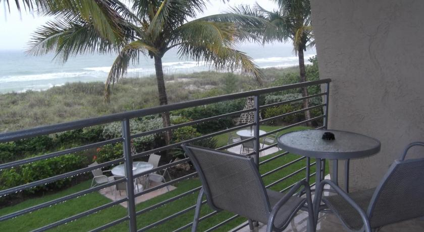 Queen Room - Non-Smoking - View Angel's Vacation Rentals - Longboat Key