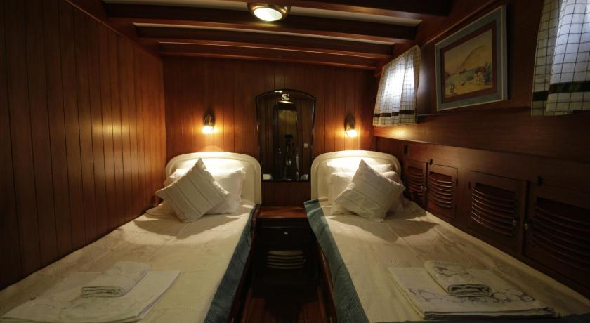Double Room with Private Bathroom Gulet Serenad - Admiral Tours Yachting