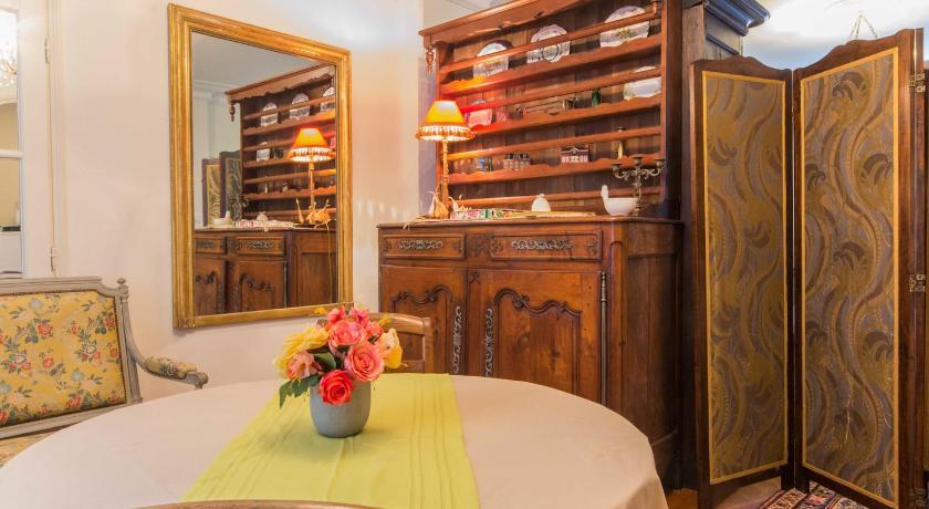 chambre d 39 h tes le petit tertre dijon. Black Bedroom Furniture Sets. Home Design Ideas