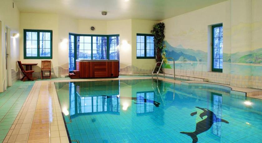 Swimming pool Amax Hotel & SPA