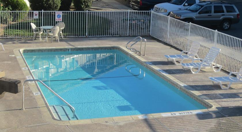 Swimming pool Premier Inns Concord