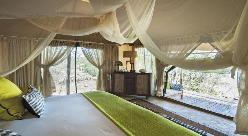Villa With Private Pool - Guestroom Azura Selous Game Reserve
