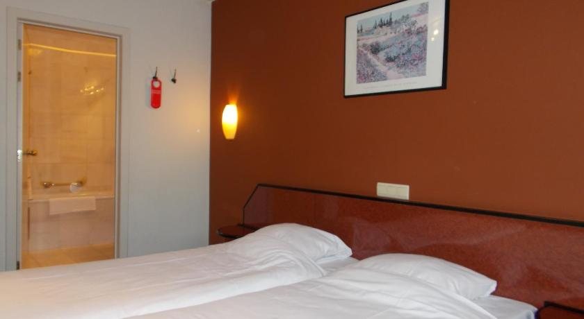Standard Double Room - Bed Hotel The Lodge Houthalen