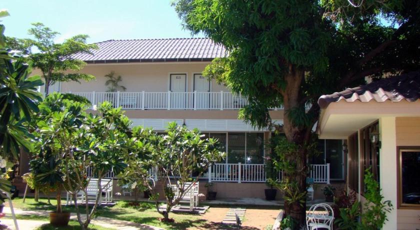 Sea Beach Guesthouse 3 at Kohlarn | Pattaya Hotel Discounts Thailand