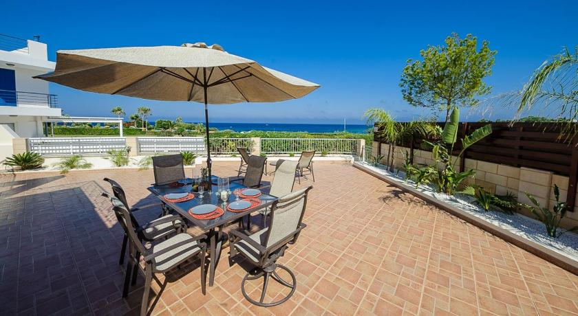 Four-Bedroom Villa - Beach Front - Balcony/terrace Oceanview Villa 196
