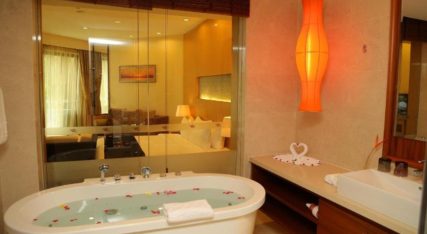 Deluxe Queen Room with Garden View and Kitchenette Infinity Ocean Beach Resort Hainan