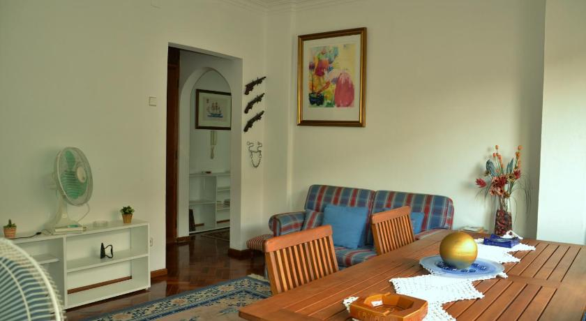 Oliveira Apartment