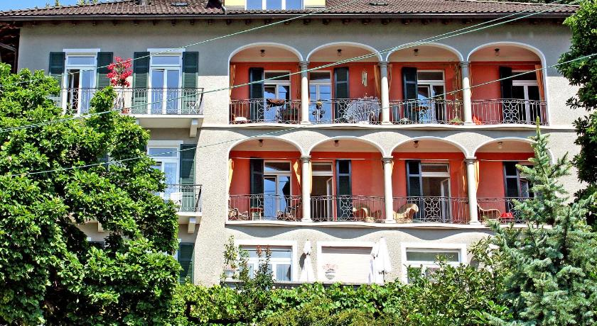 One-Bedroom Apartment Locarno 1