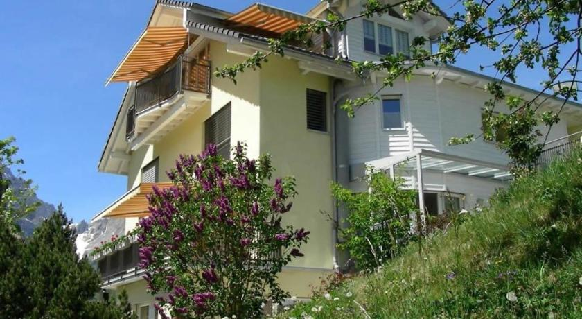 Two-Bedroom Apartment with Garden in Engelberg 5
