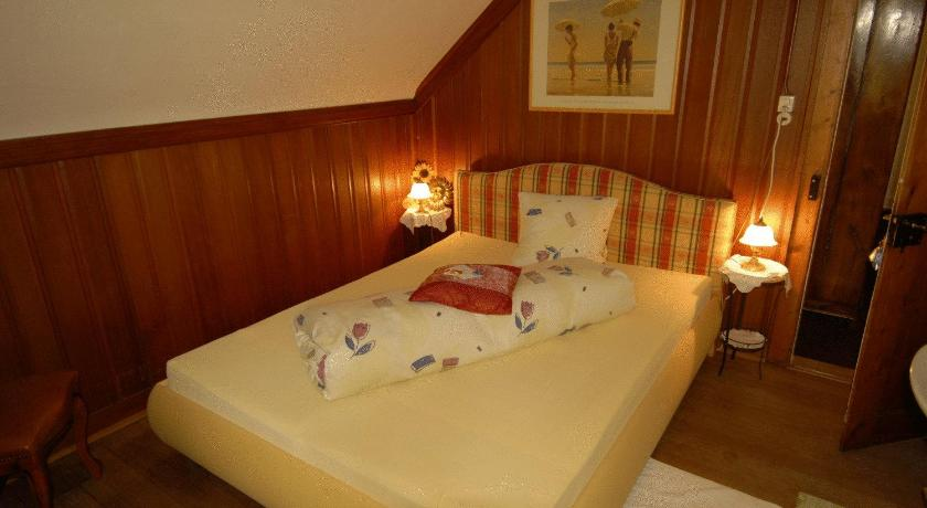 Victor's Bed & Breakfast Bahnhofstrasse 8 Maienfeld GR