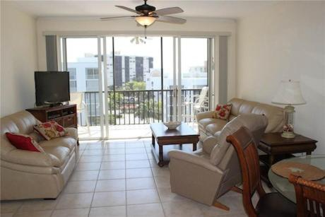 Hibiscus Pointe 852 by Vacation Rental Pros