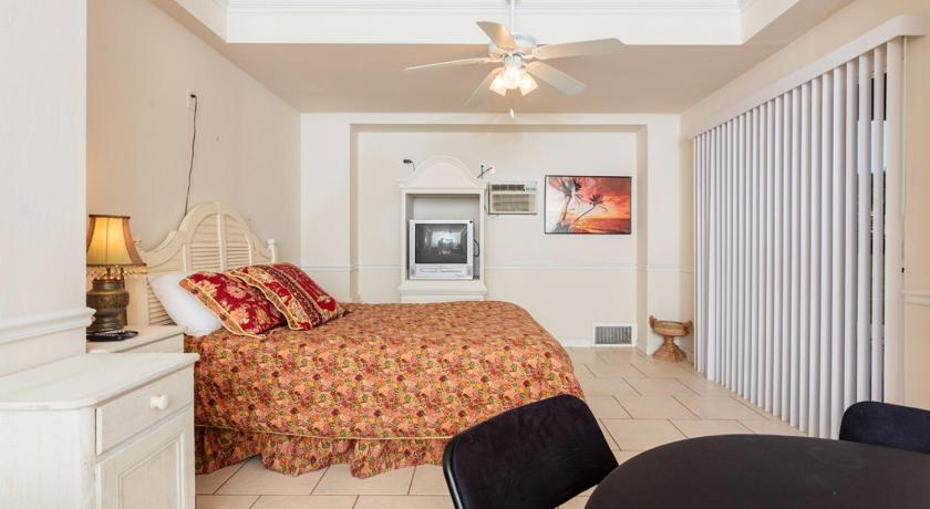 Paradise Palms West #1 by Vacation Rental Pros