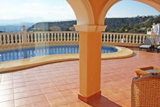 Apartment with garden and views, in Moraira