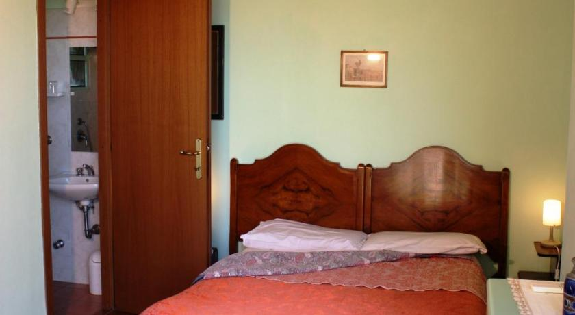 Double Room with Private Bathroom Poggio del Castagno