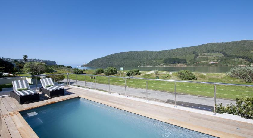 Queen Room with Pool View - Swimming pool Bollard Bay House