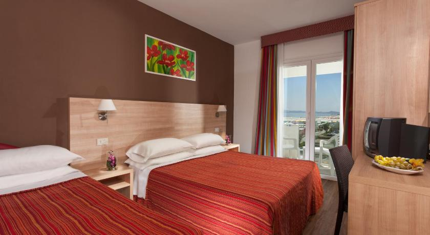 Double or Twin Room with Balcony Hotel Beaurivage