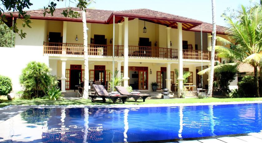 Swimming pool Suhada villa