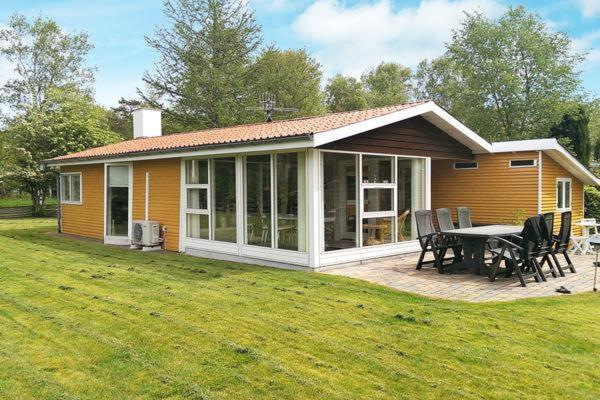 Més informació sobre Three-Bedroom Holiday home in Grenaa 6