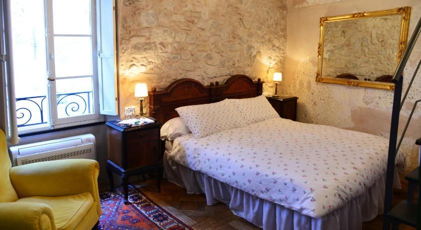 La Terrazza di Vico Olivi B&B | Book online | Bed & Breakfast Europe