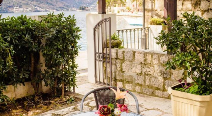 Balcony/terrace Perast Waterfront Apartments