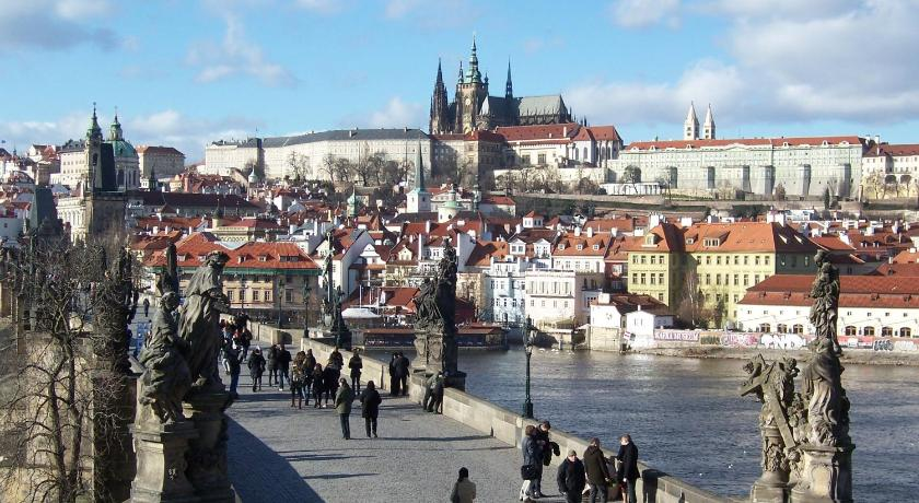 Best price on apartments near lesser town in prague reviews for Where is prague near