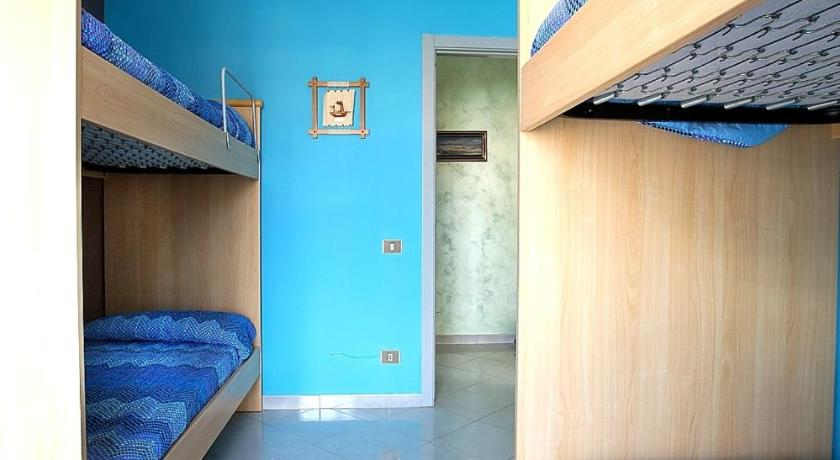 Three-Bedroom Apartment - Guestroom Appartamento Caracias - Case Sicule