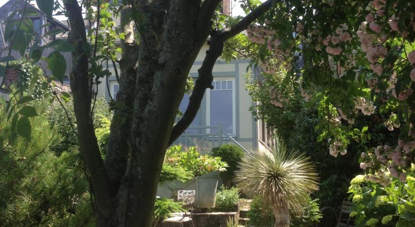 Perfect ... Logis Saint Léonard 39, Rue Saint Léonard Honfleur ...