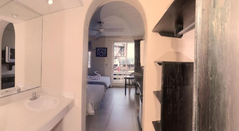 Premium Double or Twin Room - Bathroom Hotel Zihuatanejo Centro