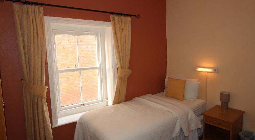 Single Room with External Private Bathroom - 2nd Floor - Guestroom Bourneville Hotel