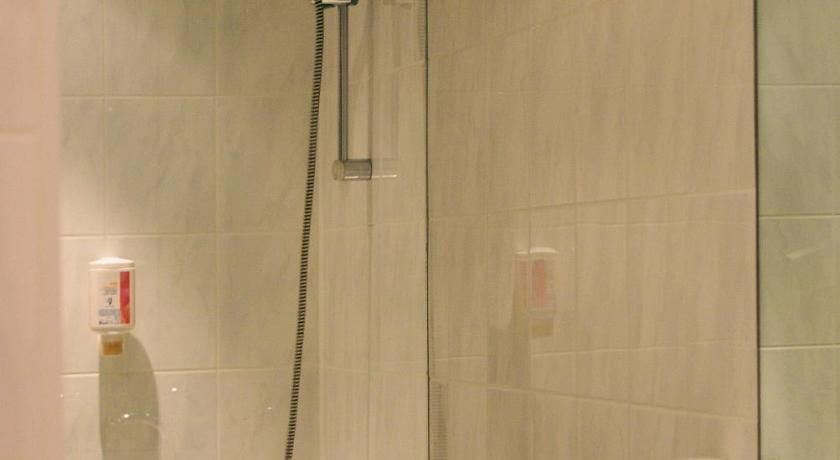 Single Room - Shower ARVENA Messe Hotel