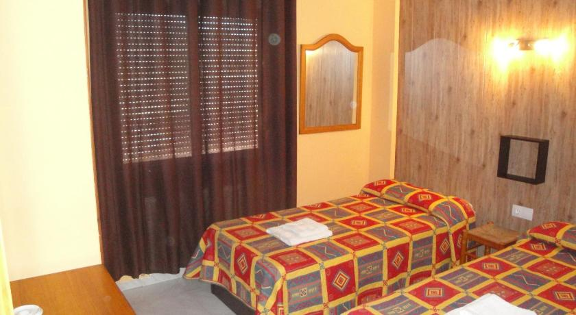 Double or Twin Room - Guestroom Hostal Cristina