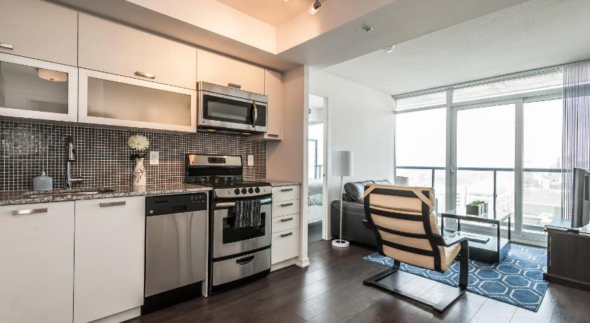 bunk beds toronto avenue road suites soho 2 bed 2 bath cn tower view toronto 11962